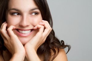 Image of woman with healthy teeth & a beautiful smile